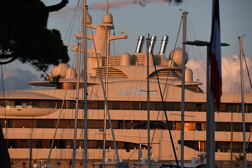 Enorme Yacht d'Antibes par papyphilippe06