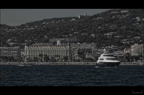 Vue sur Cannes, retour de l'Ile Sainte Marguerite by brunomdl