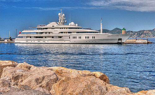 Yatch dans le port de Cannes par lucbus