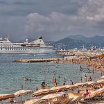La plage bien remplie de Cannes by lucbus - Cannes 06400 Alpes-Maritimes Provence France