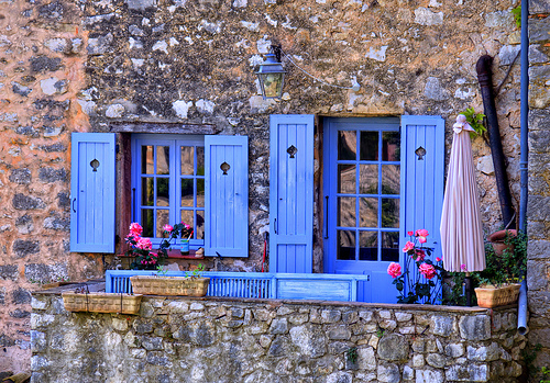 maisonnette en pierre aux volets bleus coursegoules alpes maritimes we love provence. Black Bedroom Furniture Sets. Home Design Ideas