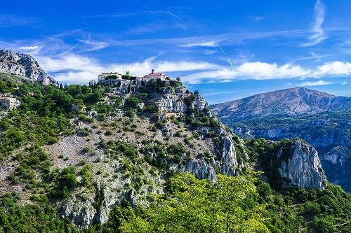 Gourdon, le village perché en haut de la colline by Bruno Gilli