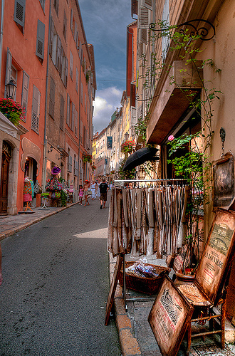 Rue de Grasse by lucbus