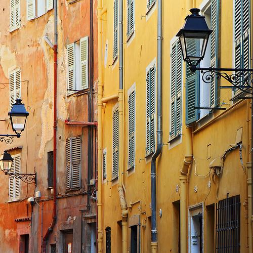 De la couleur ! Façades dans la vieille ville de Menton by jjcordier