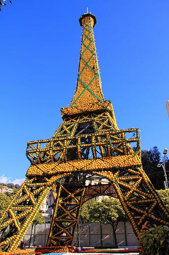 Fête du Citron à Menton : la Tour Eiffel en citrons ! par www.tourisme-menton.fr