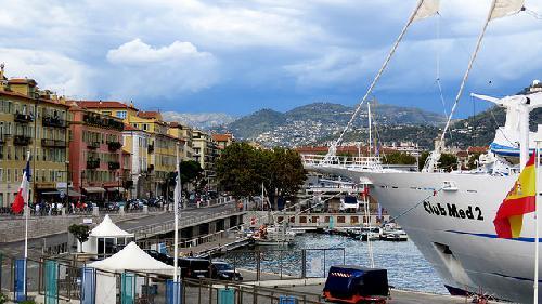 Le port de Nice et la proue du Club Med 2 par bernard.bonifassi