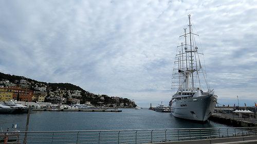 Bateau / voilier Le Club Med 2 dans le port de Nice par bernard.bonifassi
