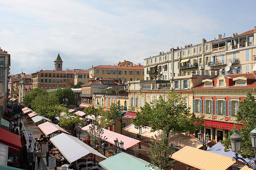 The Cours Saleya in Nice, France par Hazboy