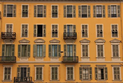 Yellow - building in Nice par ronel_reyes