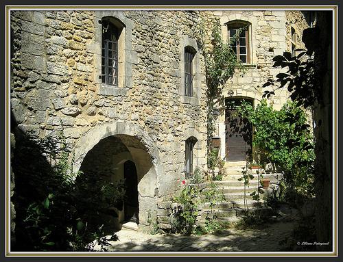 Les petites places d'Oppède le Vieux par myvalleylil1