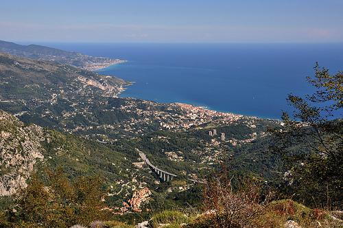 Rivage méditerranéen - vu du Mont-Agel par Charlottess