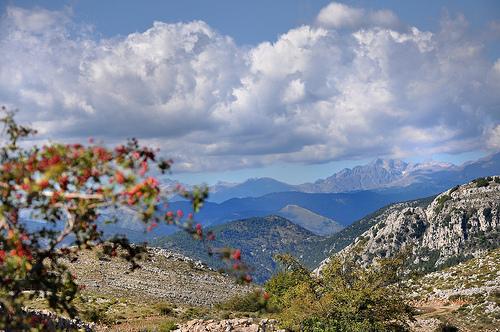 Vue du Mont-Agel vers les Alpes by Charlottess