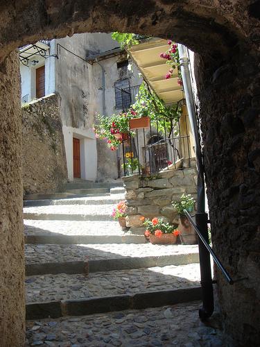 Ruelle dans le village de Tende by csibon43