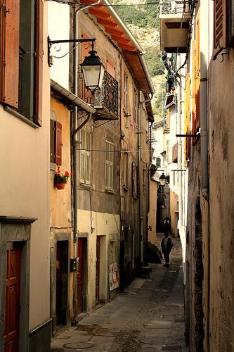 Narrow Street by WindwalkerNld
