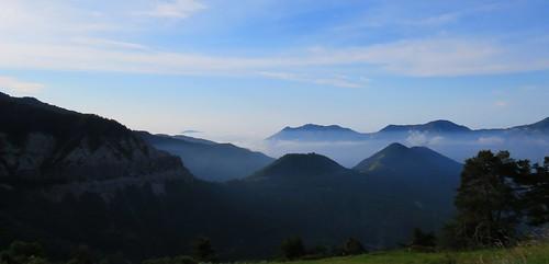 Le jour se lève, premier jour de juillet - arrière pays niçois by bernard BONIFASSI