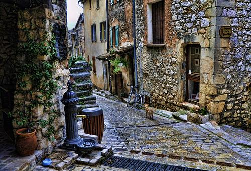 Ruelle à Tourrettes-sur-Loup, Provence by marty_pinker