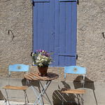 Bleu lavande dans le Village d'Allemagne en Provence par  - Allemagne-en-Provence 04500 Alpes-de-Haute-Provence Provence France