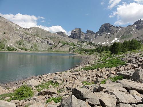 Le Lac d'Allos et sa roche par Hélène_D
