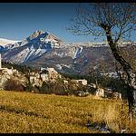 Courbons : vue sur le village par Michel-Delli - Digne les Bains 04000 Alpes-de-Haute-Provence Provence France