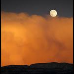 Pleine lune orangée par Michel-Delli - Digne les Bains 04000 Alpes-de-Haute-Provence Provence France