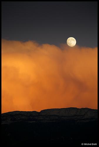 Pleine lune orangée by Michel-Delli