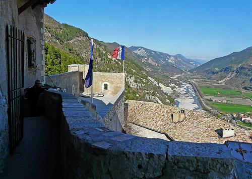 La citadelle d'Entrevaux : Vue du haut du donjon par myvalleylil1