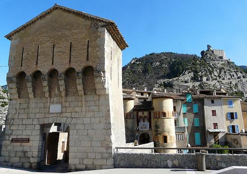 L'entrée fortifiée d'Entrevaux par myvalleylil1