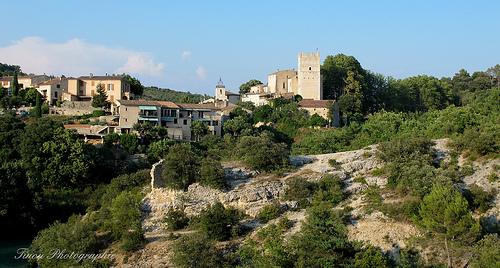 Le village accroché d'Esparron du Verdon par Tinou61