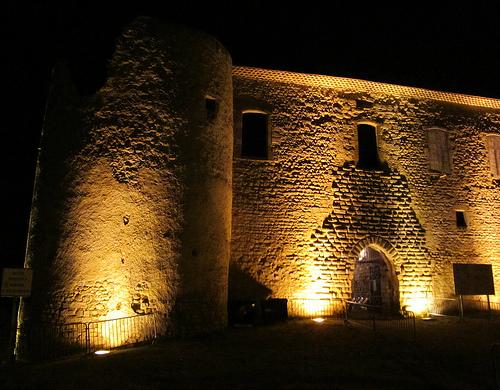 Murailles de Gréoux les Bains la nuit par Olivier Nade