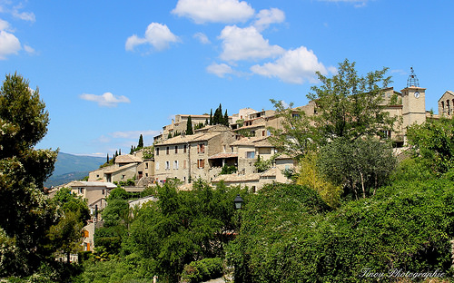 Vue sur le village de Lurs par Tinou61
