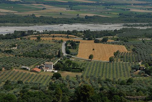 La vallée de la Durance et ses champs vue de Lurs by Michel Seguret