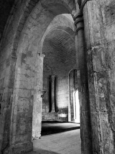 intérieur du Prieuré de Salagon / Salagon Priory par CTfoto2013