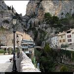 Moustier : Place de l'Eglise par Sylvia Andreu - Moustiers Ste. Marie 04360 Alpes-de-Haute-Provence Provence France