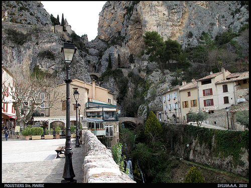 Moustier place de l 39 eglise moustiers ste marie alpes - Office de tourisme de moustiers sainte marie ...
