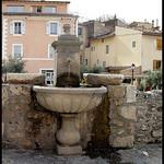Moustier : Fontaine par Sylvia Andreu - Moustiers Ste. Marie 04360 Alpes-de-Haute-Provence Provence France
