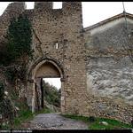Porte fortifiée à Moustier Sainte Marie par Sylvia Andreu - Moustiers Ste. Marie 04360 Alpes-de-Haute-Provence Provence France