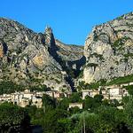Moustiers Sainte-Marie et sa montagne par  - Moustiers Ste. Marie 04360 Alpes-de-Haute-Provence Provence France