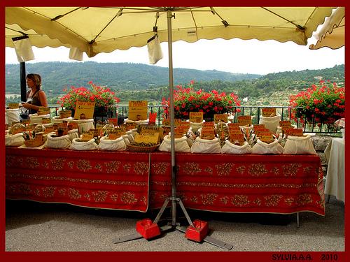 Marché Provençal à Moustier Sainte Marie par Sylvia Andreu
