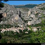 Le village de Moustiers Ste. Marie par Sylvia Andreu - Moustiers Ste. Marie 04360 Alpes-de-Haute-Provence Provence France