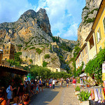 Dans les rues de Moustiers-Sainte-Marie. par nic( o ) - Moustiers Ste. Marie 04360 Alpes-de-Haute-Provence Provence France