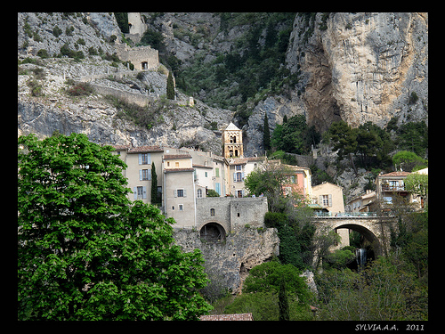 Le Village - Moustiers by Sylvia Andreu