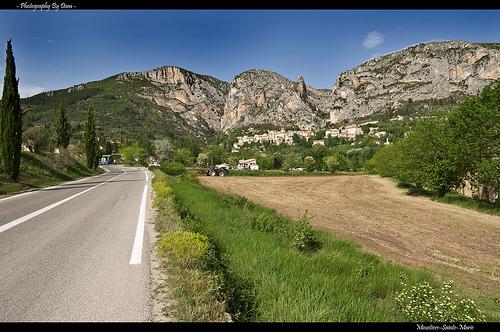 La route vers Moustiers-Sainte-Marie by DamDuSud