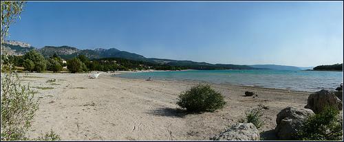 Plage sur le Lac de Sainte-Croix par myvalleylil1