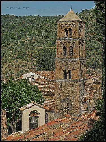 Trois clochers by Sylvia Andreu