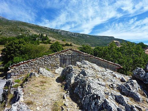 Maisonette de pierres à Rougon by nic( o )