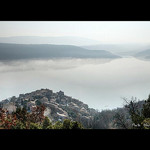 Brouillard sur le Lac et le village de Sainte-Croix-du-Verdon par Alain Cachat -   Alpes-de-Haute-Provence Provence France