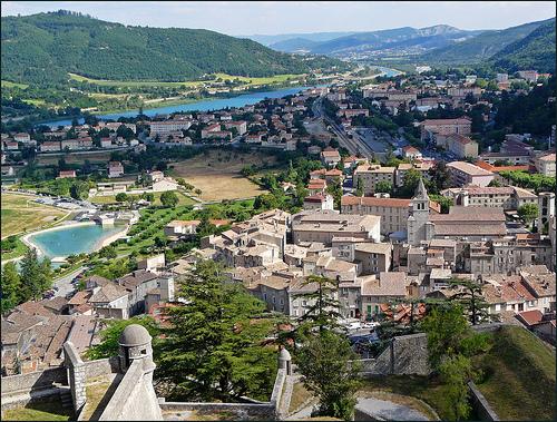 Vue sur Sisteron et sa vallée du haut de la citadelle par myvalleylil1