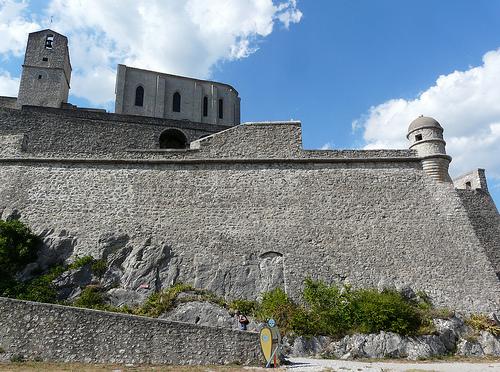 Citadelle de Sisteron surplombée de sa chapelle par myvalleylil1