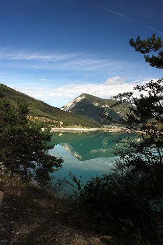 Reflections in Castillon lake par Sokleine