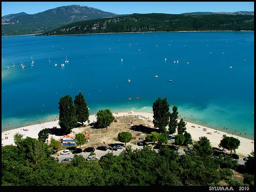 Bleu intense - Le Lac de Sainte Croix by Sylvia Andreu